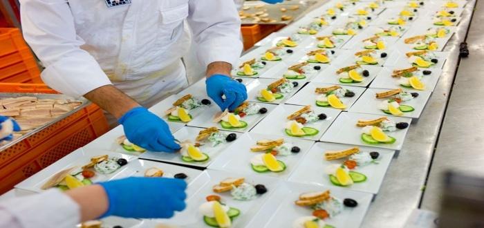 Ofrece preparación de alimentos dentro de los servicios de tu negocio de catering desde casa