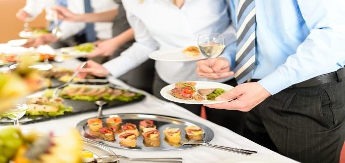 Conoce cómo montar un negocio de catering desde casa ofreciendo variedad
