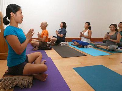 Cómo abrir un centro de yoga - yoga center
