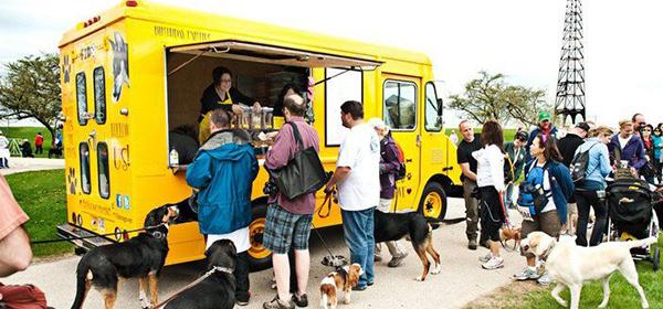 Food truck o camión de comida para mascotas