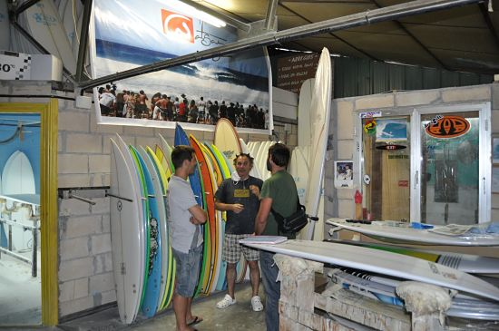 Cómo montar una fábrica de tablas de surf
