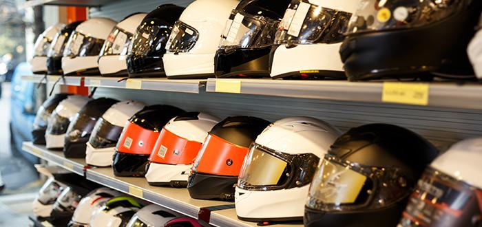 estantes-de-cascos-de-motocicletas