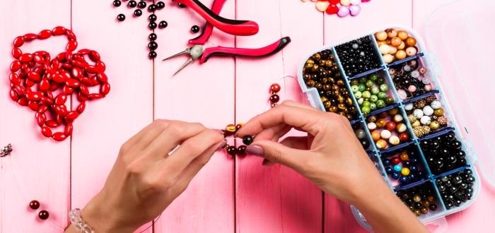 Usa la bisutería para vender artesanías