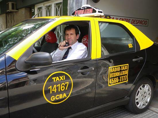 El taxista de uber me ofrecio un mes gratis nos fuimos para cabantildea me dio duro por mi toto se vino - 1 1