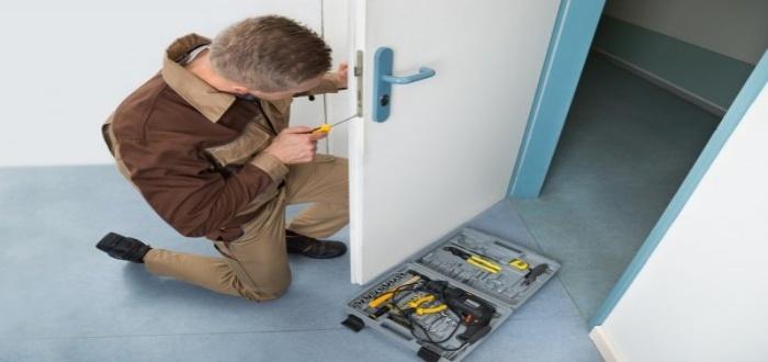 La reparación es un servicio de un negocio de cerrajería