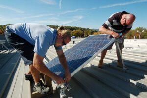 Instalación de paneles solares, muchos negocios rentables