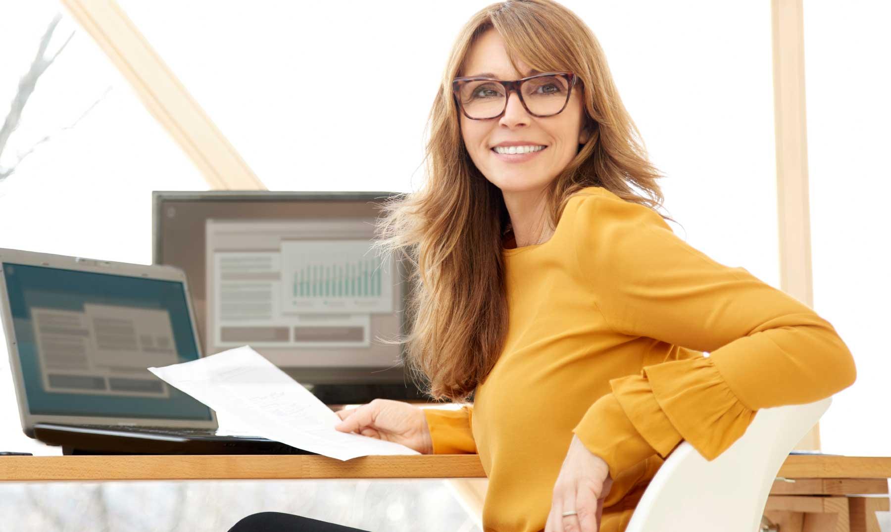 mujer-emprendedora-sonriendo