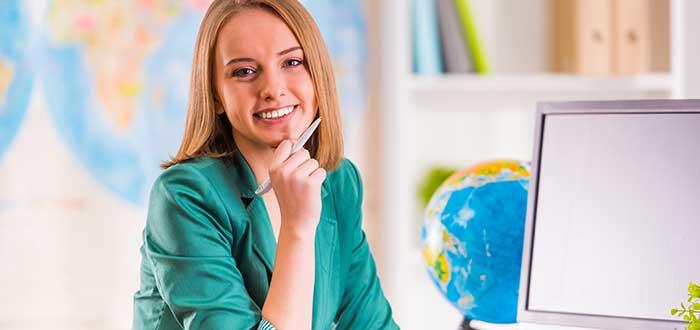 mujer-llevando-negocio-desde-casa-online