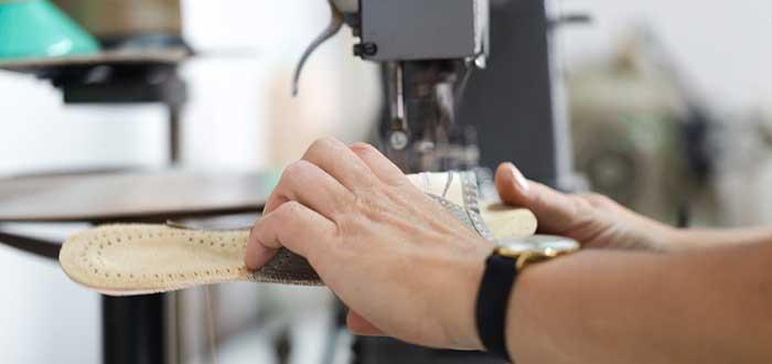 Equipo y materiales para fábrica de sandalias personalizadas
