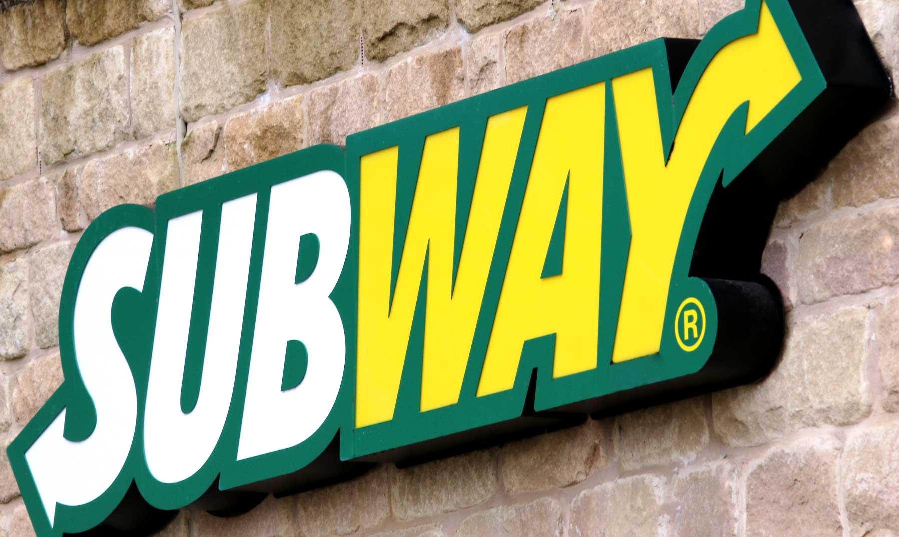 letrero-franquicia-subway-exterior-de-local