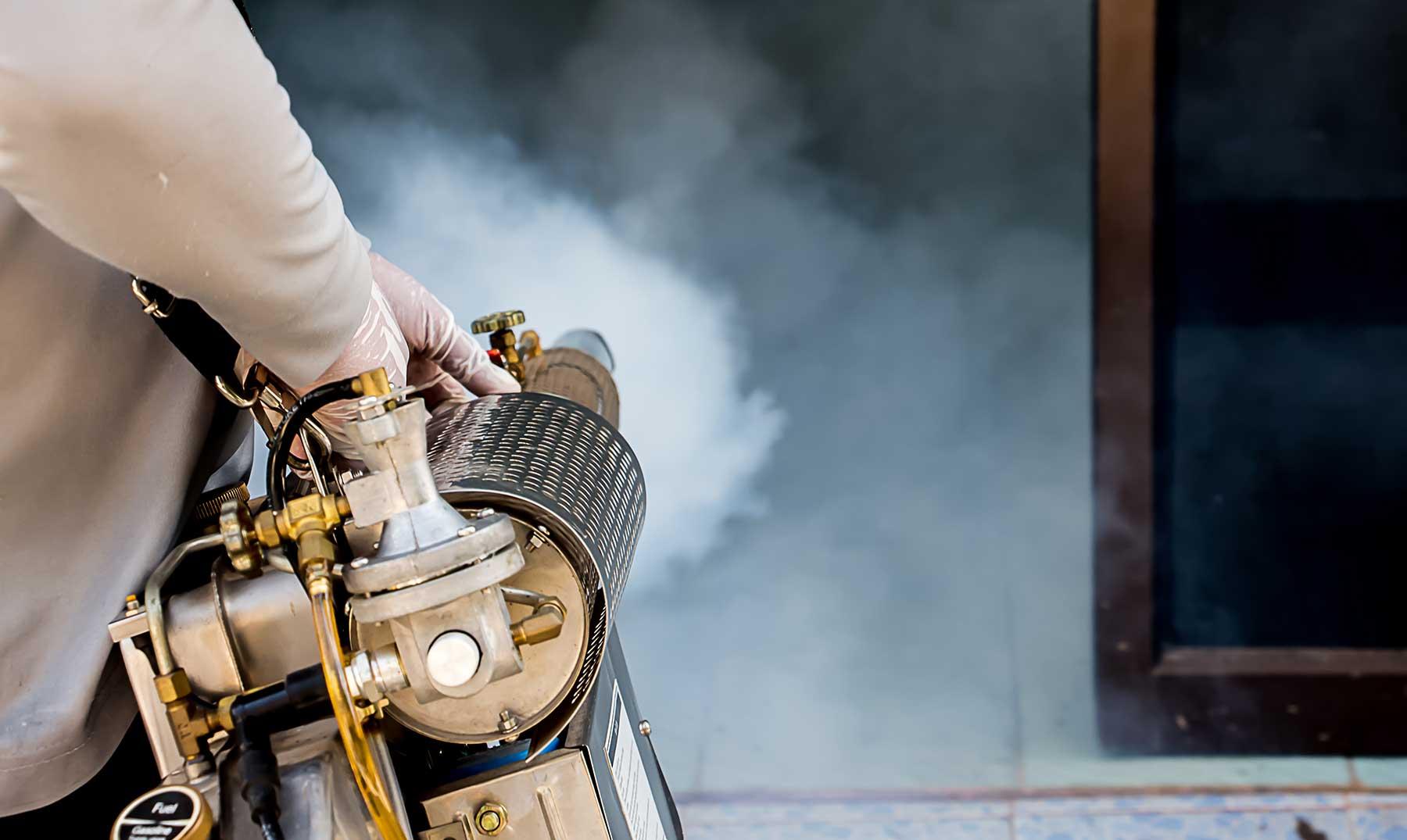 personal-de-empresa-de-fumigación-y-control-de-plagas