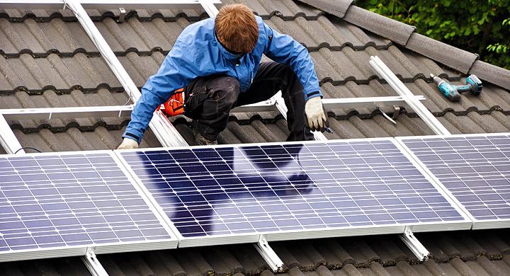 Cómo Iniciar un negocio de instalación de paneles solares