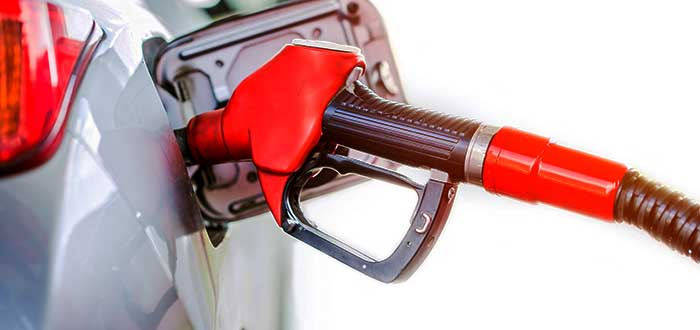 pistola-de-combustible-roja-carro