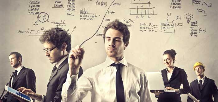 grupo-de-jovenes-negocios-simulando-disitntas-actividades