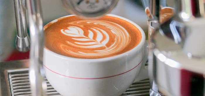 café con arte de latte de flor
