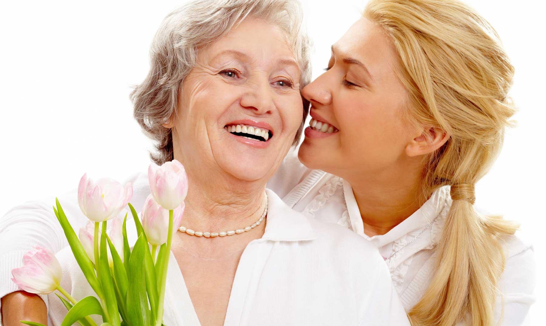 mujer-haciendo-regalo-dia-de-las-madres