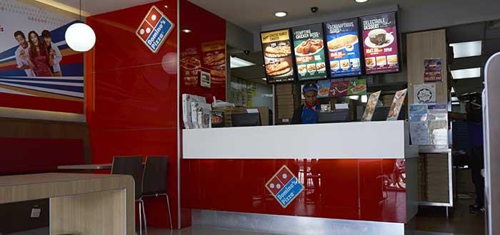 vista-interior-establecimiento-de-Domino-Pizza