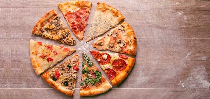 pizza cortada en trozos