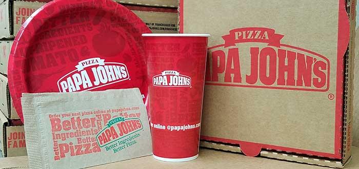 caja, vaso, plato y servilletas con la marca de franquicia Papa John's