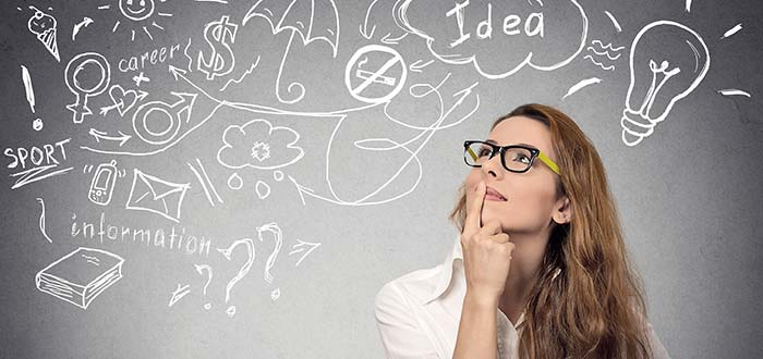 chica-analizando-ideas-de-negocios