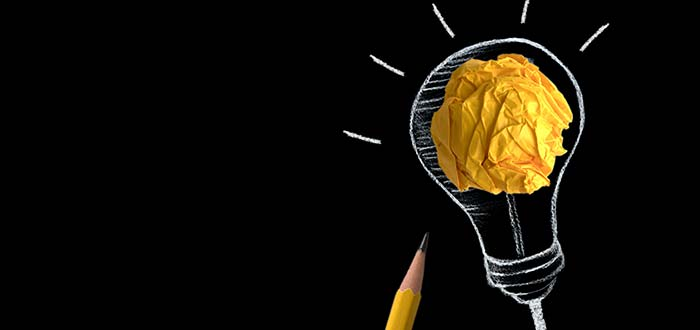 ideas-negocios-bombillo-fondo-negro