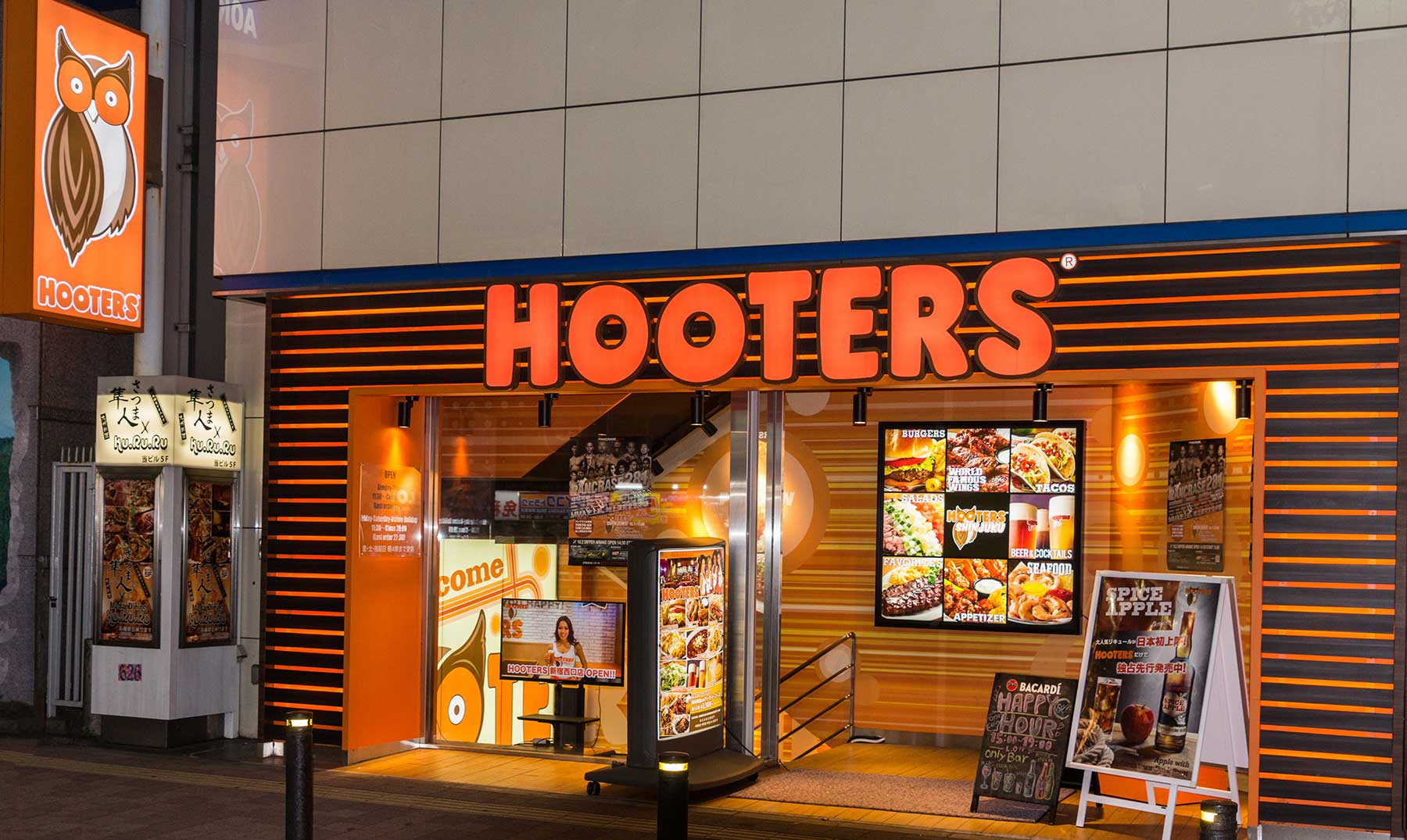 vista-frontal-franquicia-hooters