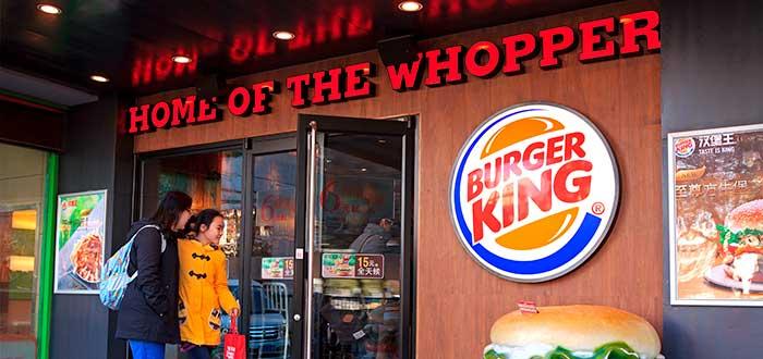 fachada de una de las franquicias de hamburguesas de Burger King
