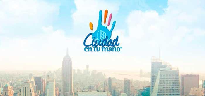 """edificios y el cielo de fondo con el logo de """"Ciudad en Tu mano"""""""