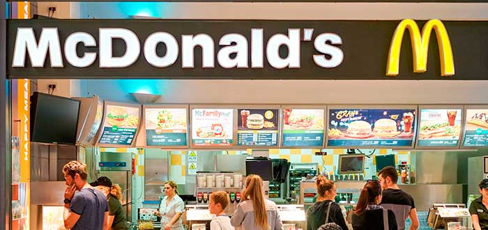 fachada de uno de los restaurantes de McDonald's