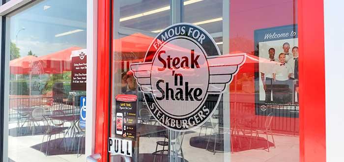 puerta con logo de Steak n shake en el vidrio